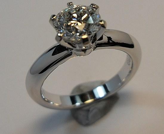 Anel Solitario de Diamante feito com liga de Paladio